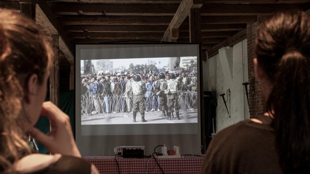 Mit Videos werden den Journalisten brenzliche Situationen aus der Realität nähergebracht.