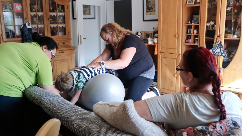 Ergo- und Physiotherapie sollen seinen Körper fit halten