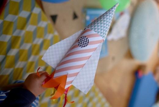 DIY-Rakete aus Papierresten, Basteln mit Kleinkind