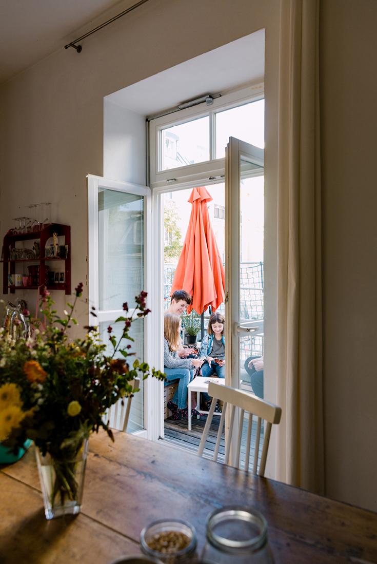 Blick auf den BBQ-Balkon aus dem Buch »tiny balcony« von GU