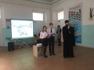 Благочинный Ейского округа Церквей принял участие в праздничной линейке
