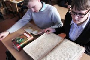 Школьникам ст. Новоджерелиевской показала видеоролик о Библии