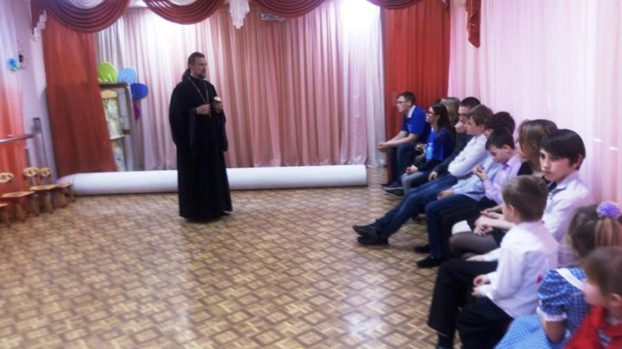 Воспитанников детского реабилитационного центра «Доброта» города Приморско-Ахтарска поздравили с праздником Пасхи