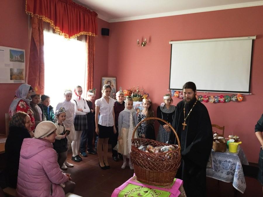 Праздник в день святых жен-мироносиц в храме Трех Святителей Уманского благочиния