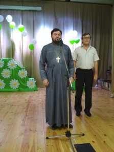 В станице Калининской священник поздравил семьи с праздником Семьи и Верности