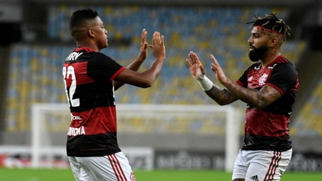 Flamengo 3 x 0 Bangu em retorno do campeonato Carioca