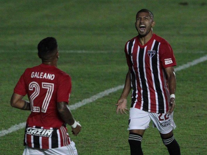 Foto - Rojas marca durante confronto contra Inter de Limeira.