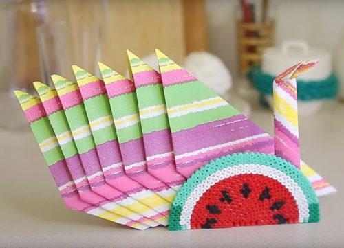 Πώς να διπλώσετε τις χαρτοπετσέτες στη σερβιέτα