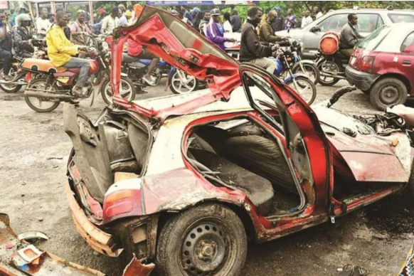 4 Dead, Many Injured As Truck Suffers Brake Failure And Rams Into A Car And Bikes In Oyo