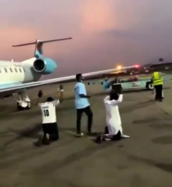 Jubilation As United Nigeria Airline Averts Mass Disaster after running into turbulence ( Video )