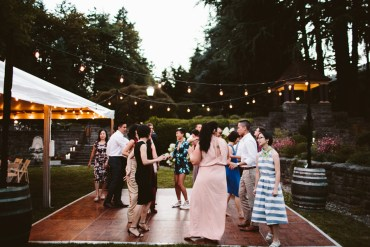 Garden wedding in Oregon