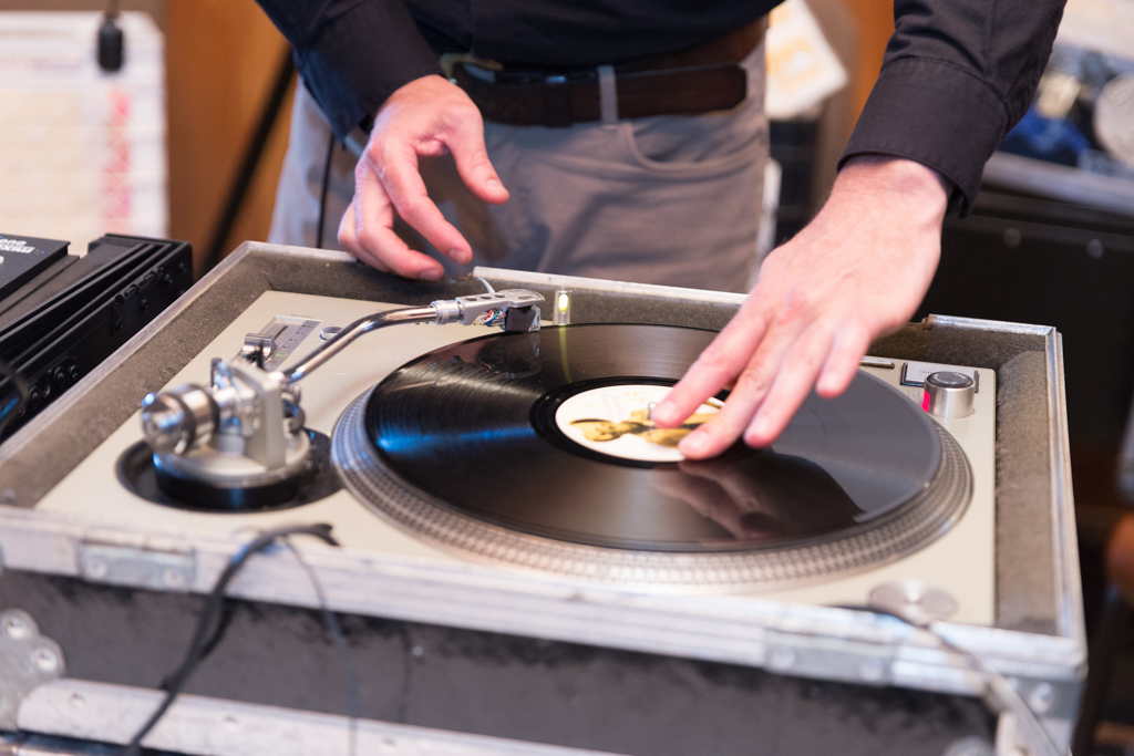 Oregon wedding planner - Wedding DJ who spins vinyl records