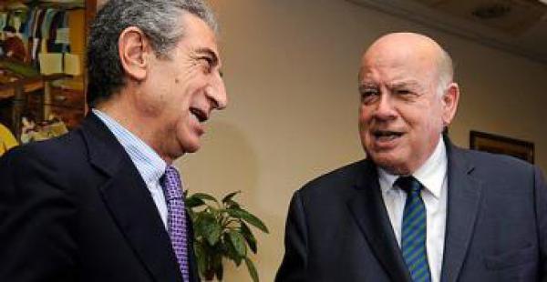 Jorge Tarud (izquierda) cuestiona el nombramiento de José Miguel Insulza como agente ante La Haya por la causa marítima
