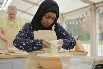 La pastelera Nadiya Hussain durante el programa.