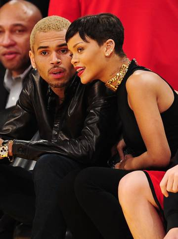 Rihanna y Chris Brown en el Staple Center de Los Ángeles, el 25 de diciembre de 2012.