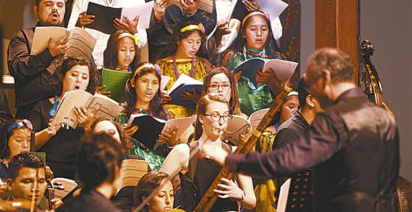 Los coros Arakaendar y Palmarito volvieron a estar juntos anoche