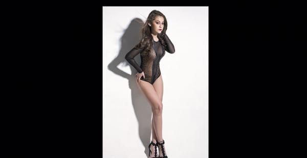 Tiene 19 años y mide 1,65. Modelo independiente. Ha sido azafata en la Expocruz por dos años seguidos. Quiere más