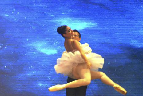 Nahemi Uequin es bailarina de ballet desde los dos años de edad, asiste a diario a la academia Bellart