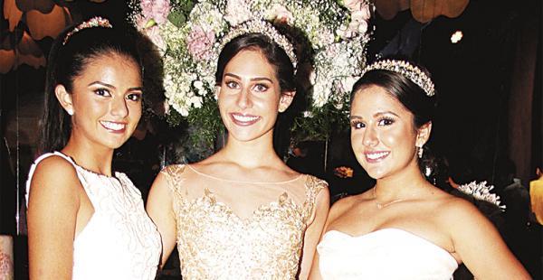 Quinceañeras, bailarinas, compañeras y amigas. Regina Cronenbold, Isabella Pacheco y Fabiana Aguilera