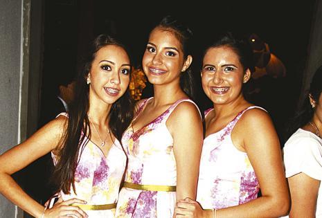 Damitas. Valeria Toro, Ángela Nieme y Sofía Araúz, inseparables de las cumpleañeras que las acompañaron en el momento del vals