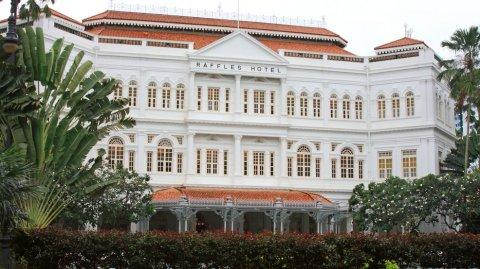 El hotel de estilo colonial Raffles es uno de los preferidos de los millonarios globales.