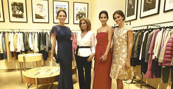Las modelos bolivianas Alison Roca, Stephanie Wichtendahl y Trinidad Ghiglia posaron con sus prendas