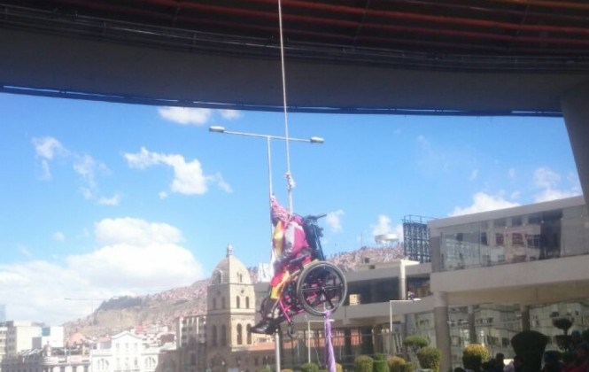 Personas con discapacidad se vuelven a colgar y anuncian crucifixiones