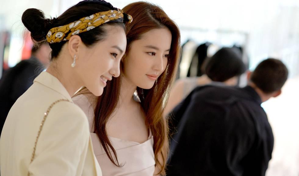 Las actrices Liu Yi Fei y y An Xiao Zuo en la tienda de Dior en Cannes.