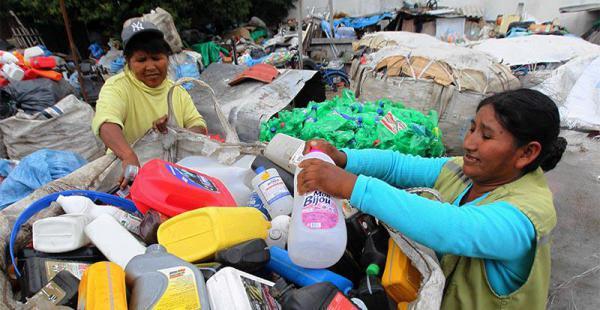20.000 personas trabajan en todo el país recolectando plásticos y otros materiales que luego son revendidos