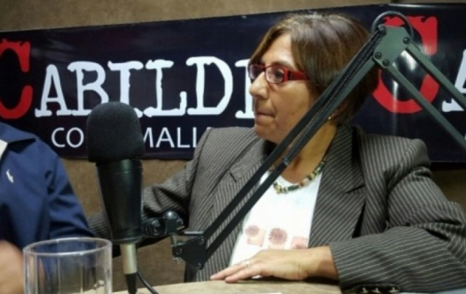 Policías ingresan a radio Líder para notificar a Amalia Pando
