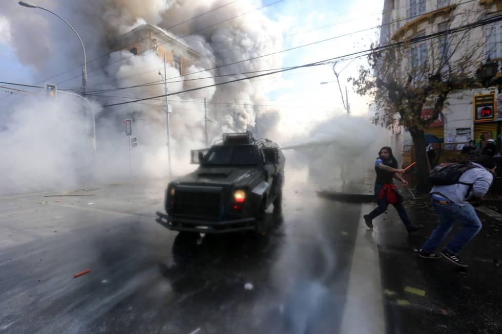 Disturbios en una calle de Valparaíso.