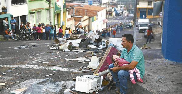 En lugarea como Táchira la oposición se ha fortalecido. Las filas para conseguir alimento son extensas