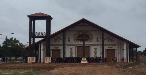 El templo chiquitano Beato Oscar Romero y Santa Mónica es la primer iglesia estilo jesuítico que se construye en la ciudad de Santa Cruz