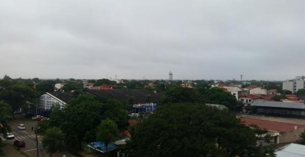 El Senamhi pronostica mal tiempo para la ciudad de Santa Cruz. Una llovizna tenue empezó a caer la mañana del jueves