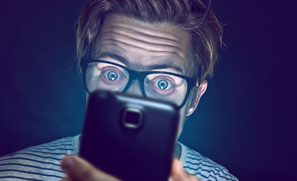 Sin cargador ni auriculares incluidos, los fabricantes de smartphones exprimen sus márgenes