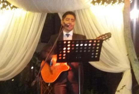 Andrés Barba, amigo de los esposos, les dedicó románticas canciones