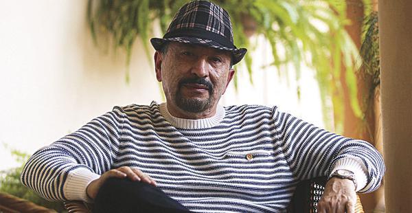 Montes es uno de los novelistas más prolíficos de su generación. Desde los años 80 radica en Brasil