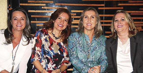 Las amigas Dione Dalsasso, Elizabeth Amaral, Elisa Pizzato y Nobel Marschall quedaron encantadas con las prendas que se presentaron para esta temporada. Muchas se llevaron varios accesorios