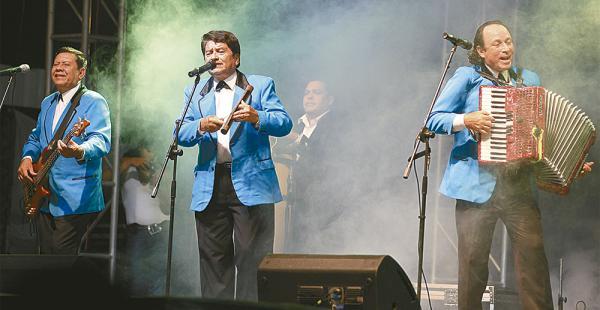 El grupo tuvo tres acordeonistas: Hugo Daza, el fundador; José Barba y Milton 'Chopín' Castro.