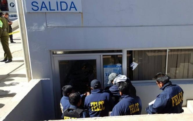 Evacúan al policía que tomó una oficina de la Aduana en el aeropuerto de El Alto