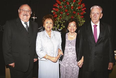 Abuelos de la quinceañera. Guido Salvatierra, Rosario De Salvatierra, 'Nany' de Suárez y Mario Suárez
