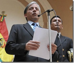 LA PAZ 07-05-10-El vicepresidente Álvaro García Linera intuye que detrás de la huelga general indefinida declarada por la Central Obrera Boliviana (COB), medida adoptada a su juicio para tumbar gobiernos, está la embajada de Estados Unidos en Bolivia. Jmp/FOTO-Daniel MIRANDA-APG