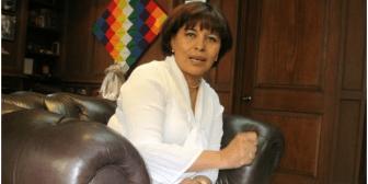 Ministra Nardi Suxo dice que no renunciará a su cargo