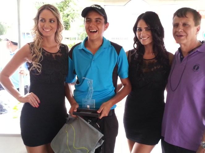 Cecilia Paz - modelo, George Scanlon - ganador de la categoría Scratch, Vanessa Morón - modelo y Jeffer Bowles, presidente del Country Club Las Palmas