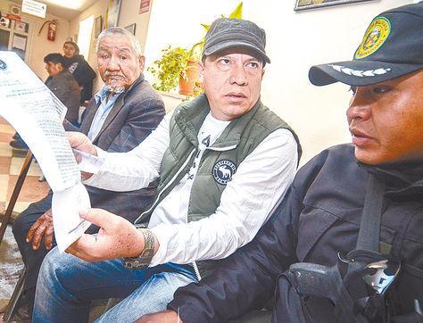 Denuncia. El exjefe del Fondioc Marco A. Aramayo cuando declaró a periodistas, el miércoles.