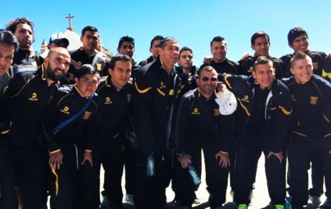 Bendiciones, salud y protección: los pedidos del club The Strongest a la virgen de Copacabana