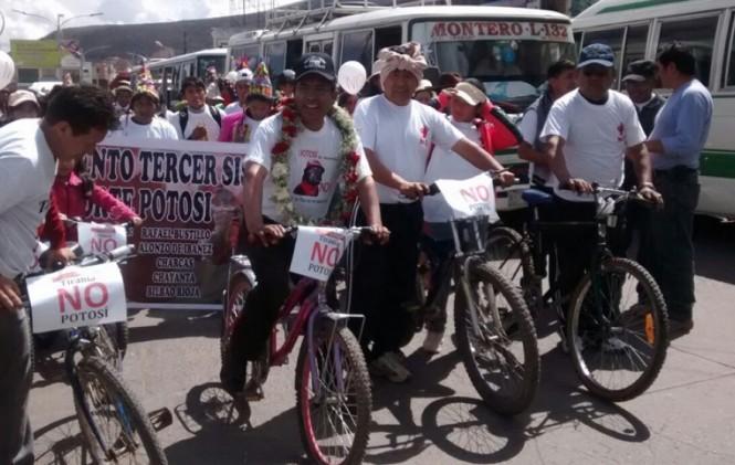 """El """"patzicletazo"""" visitó Potosí y va por el séptimo departamento en campaña por el No"""
