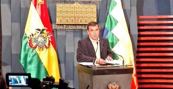 El ministro de la Presidencia lamentó que el Transporte Pesado quiera dejar de aportar con sus impuestos al país.