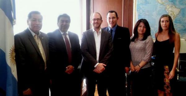 El encuentro entre los representantes de ambos gobiernos. (Foto: Cancillería)