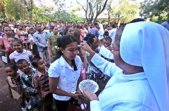 Millones de católicos reciben hoy la imposición de la ceniza